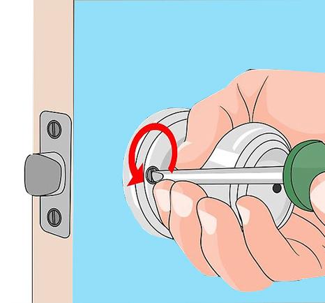 باز کردن پیچ های دستگیره ی درب ضد سرقت