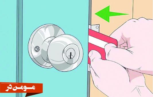 وارد کردن کارت از طرف قفل و از کنار در